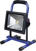 LED Strahler 20W 1350Lm 6500K IP65 Li-Ion 7,4V 6600mAh 2 Leuchtm. Tragegestell